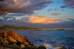 Solnedgångsikt av Honolulu Arkivfoto