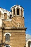 Solnedgångsikt av kyrkliga Sveti Sedmochislenitsi i stad av Sofia, Bulgarien Royaltyfria Foton