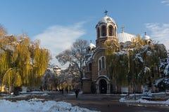 Solnedgångsikt av kyrkliga Sveti Sedmochislenitsi i stad av Sofia, Bulgarien Royaltyfri Foto