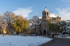 Solnedgångsikt av kyrkliga Sveti Sedmochislenitsi i stad av Sofia, Bulgarien Arkivbild