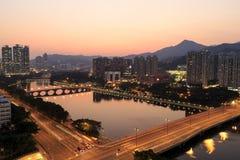 Solnedgångsikt av Shingen Mun River, Hong Kong - Oktober 11, 2014 Royaltyfria Foton