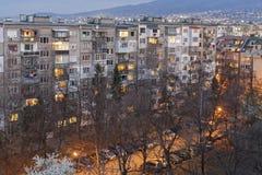 Solnedgångsikt av typisk bostads- byggnad från den kommunistiska perioden i stad av Sofia, Bulgarien fotografering för bildbyråer