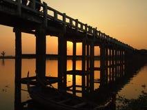Solnedgångsikt från bron för U Bein Royaltyfria Bilder