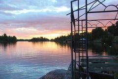 Solnedgångsikt från fartygskeppsdockan, sjö av träna, Kenora, Ontario Fotografering för Bildbyråer