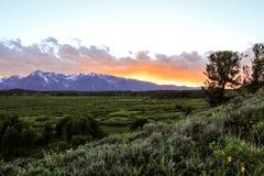 Solnedgångsikt från Teton berg WY Fotografering för Bildbyråer