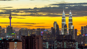 Solnedgångsikt i i stadens centrum Kuala Lumpur Royaltyfri Bild