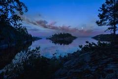 Solnedgångsikt på den obebodda ön Royaltyfria Foton