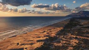 Solnedgångsikt på den Patara stranden som fångas med surret royaltyfri fotografi