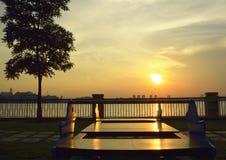 Solnedgångsikt på en parkera Arkivbild