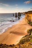 Solnedgångsikt på kusten av tolv apostlar vid det stora havet Rd Arkivbild