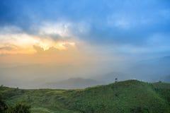 Solnedgångsiktspunkt på Nern Chang Suek Viewpoint, Pilok, Kanchanab Arkivbilder