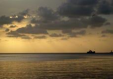 Solnedgångskepp royaltyfri fotografi