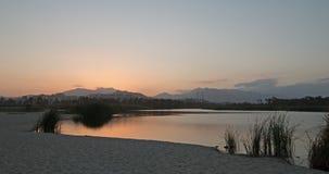 Solnedgångskymningreflexioner över San Jose Del Cabo Estuary/lagun nära Cabo San Lucas Baja Mexico Royaltyfri Bild