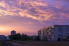 Solnedgångskyscape över stad Fotografering för Bildbyråer