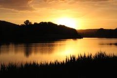 Solnedgångsolnedgångsjö Royaltyfria Bilder