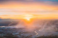 Solnedgångsoluppgång över jord Flyg- sikt från flyg för hög höjd Royaltyfri Foto