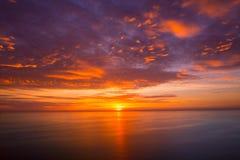 Solnedgångsoluppgång över medelhavet Royaltyfria Foton