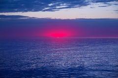 Solnedgångsoluppgång över medelhavet Royaltyfria Bilder