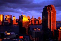 Solnedgångstorm över nya område, Manhattan och Jersey City för New York City internationell handelmitt - ärmlös tröja Arkivfoton