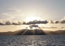 Solnedgångstrålar Arkivbild