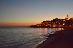 Solnedgångstrand- och landsljus Royaltyfria Foton