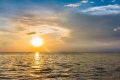 Solnedgångstrand på Bangsaen Royaltyfri Foto