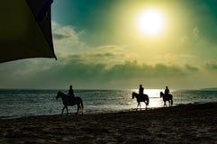Solnedgångstrand tarifa Royaltyfri Bild