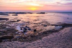 Solnedgångstrandlandskap arkivbilder