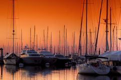 solnedgångsuperyacht Royaltyfri Foto
