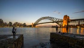 SolnedgångSydney Harbor bro Arkivbilder