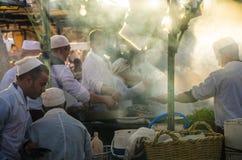 Solnedgångtid på den Dmaa El fnaen, Marrakech Royaltyfria Bilder