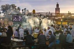 Solnedgångtid på den Dmaa El fnaen, Marrakech Fotografering för Bildbyråer