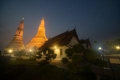 Solnedgångtid på huvudsakliga Prang av den Wat Arun Ratchawararam templet, smäll Fotografering för Bildbyråer