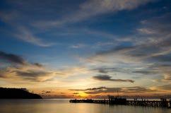 Solnedgångtid vid pir Royaltyfri Fotografi