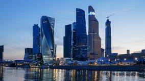 Solnedgångtimelapse av mitten för Moskvastadsaffär stock video