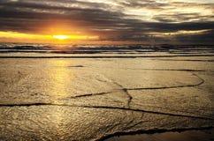 Solnedgångvågor Arkivfoton