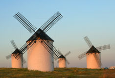 solnedgångwindmills Royaltyfri Bild