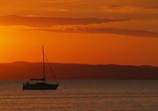 solnedgångyacht Royaltyfria Bilder
