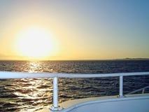 solnedg?ng f?r r?tt hav fotografering för bildbyråer