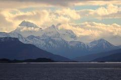 Solnedg?ng i bergen argentina beaglekanal fotografering för bildbyråer