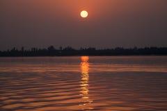 Solnedg?ng i hav fotografering för bildbyråer