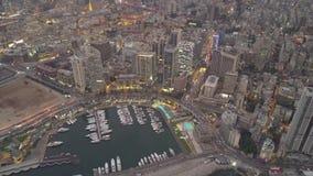 Solnedg?ng i havet Flyg ?ver Beirut Zaytunay fj?rdmarina och centrum Flyg- skott f?r surr av Beirut, Libanon, under solnedg?ng lager videofilmer
