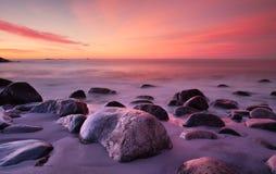 Solnedg?ng i s?derna av Norge fotografering för bildbyråer