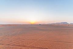 solnedgång för ökendubai dyner Royaltyfri Foto