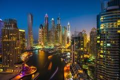 solnedgång för plats för cityscapedubai marina panorama- UAE Arkivbilder