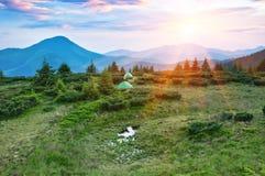 Solnedgång i berg Fotografering för Bildbyråer