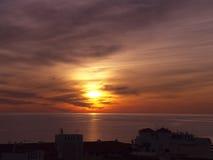 Solnedgång i Nerja, en semesterort på Costa Del Sol nära Malaga, Andalucia, Spanien, Europa Royaltyfri Bild