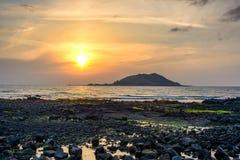 Solnedgång med den Biyangdo ön Royaltyfri Foto