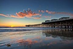 Solnedgång på Crystal Pier i den Stillahavs- stranden, San Diego, Kalifornien Fotografering för Bildbyråer