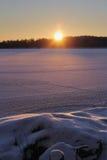 Solnedgång på den djupfrysta sjön Fotografering för Bildbyråer
